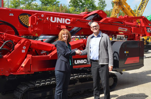 Germany take a pair of the world's strongest mini cranes