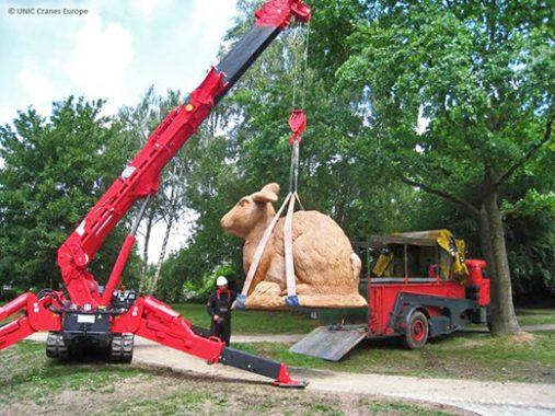 Spider crane strength for lifting a big bunny