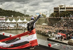 UNIC Crane lifts Red Bull flying machines from Prague river