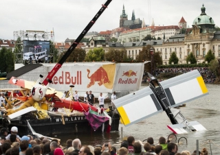 A URW-547 mini crane helped with the Red Bull Flugtag in the Czech Republic