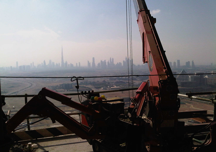 Working in-between floors gave this UWR-295 spider crane a great view of Dubai