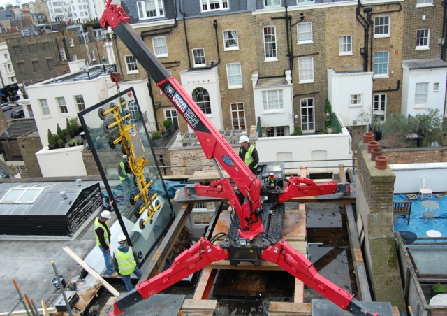 This URW-506 worked from a Rooftop in Belgravia, London to install a private swimming pool