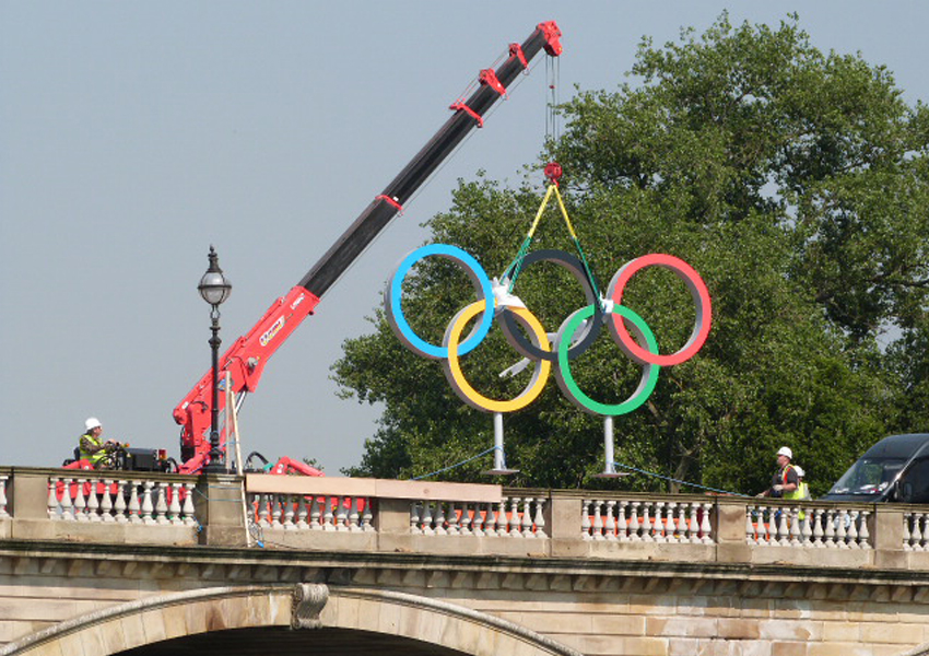This URW-506 mini crane helped with the preparation of the London Olympics