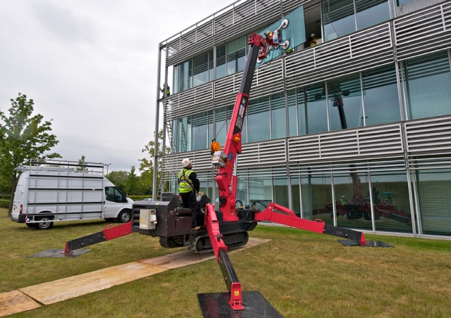 A URW-506 mini spider crane worked with a Gl-UMC600 robotic head to install this glass at an airfield