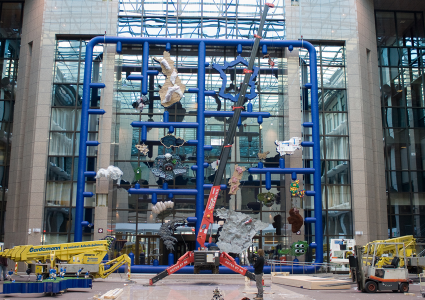 In Prague this URW-506 spider crane helped install this art piece