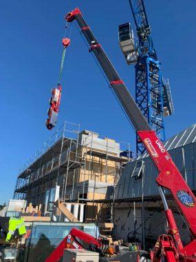 UNIC URW-706 Rooftop Lift Installing Glazing